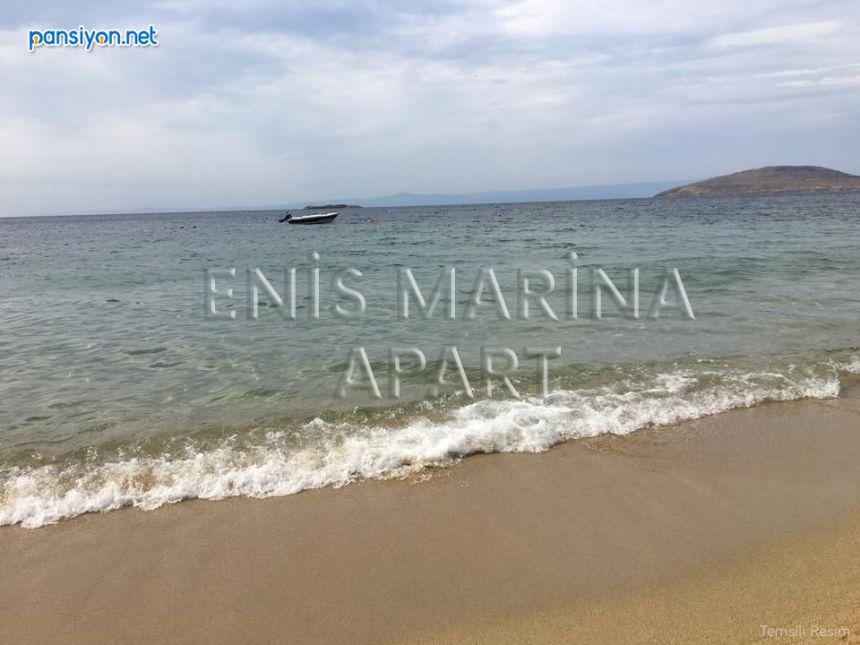 Enis Marina Apart