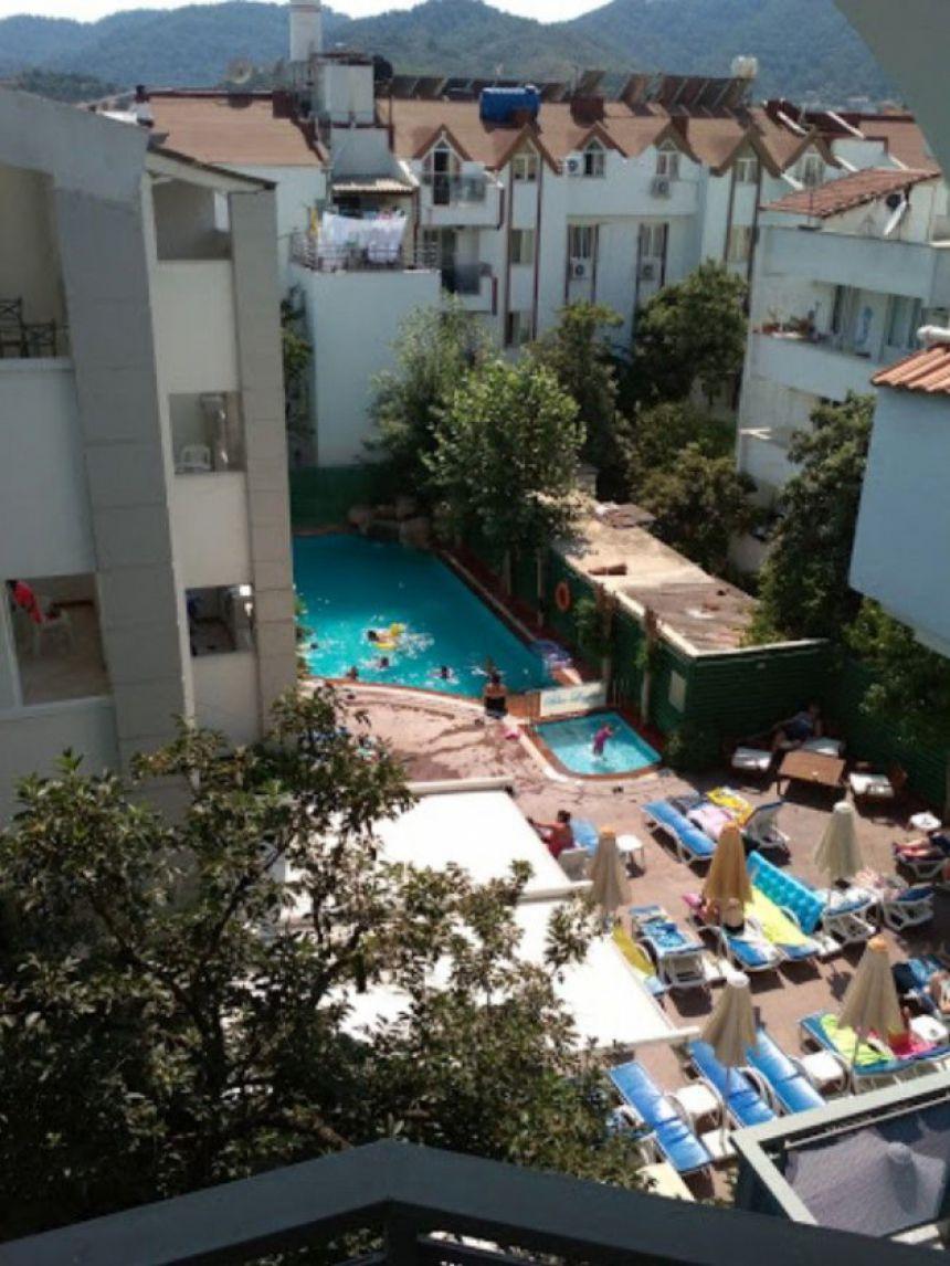 Blue Lagoon Apart Hotel